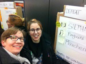 2 Prototypen-Testerinnen im Fahrstuhl beim Global Service Jam